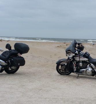 motos en verano en la playa